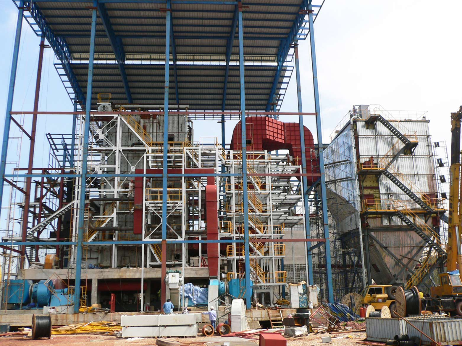 Samutsakorn, Thailand Fuel: Woodchips/Palm shell  Capacity: 7.0 MW, 55tons/hr boiler @ 37 bar(g), 435oC with step grate