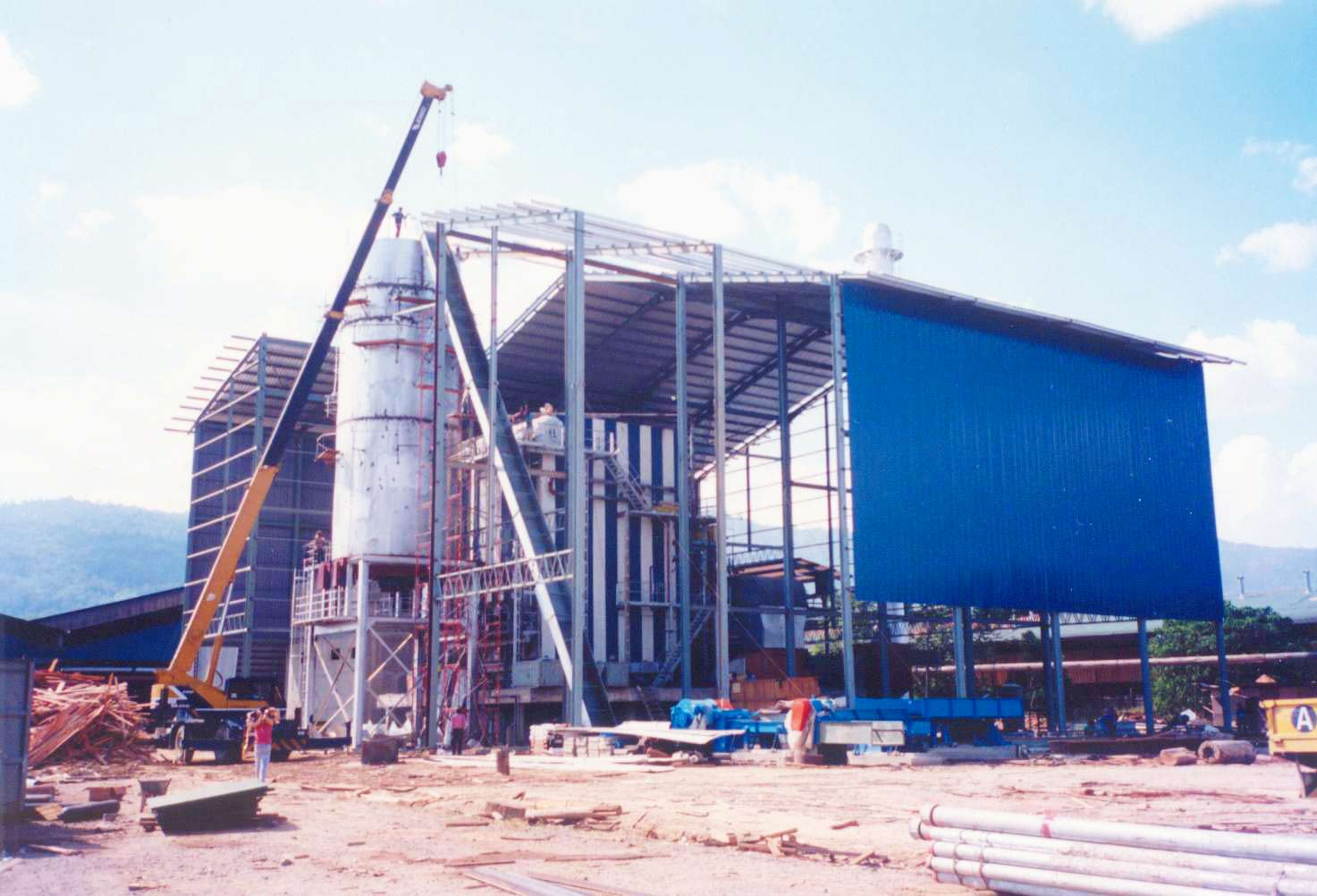 Keningau, Sabah, East Malaysia Fuel: Woodwaste  Capacity: 6.0 MW, 50tons/hr boiler @37 bar(g), 435oC with step grate