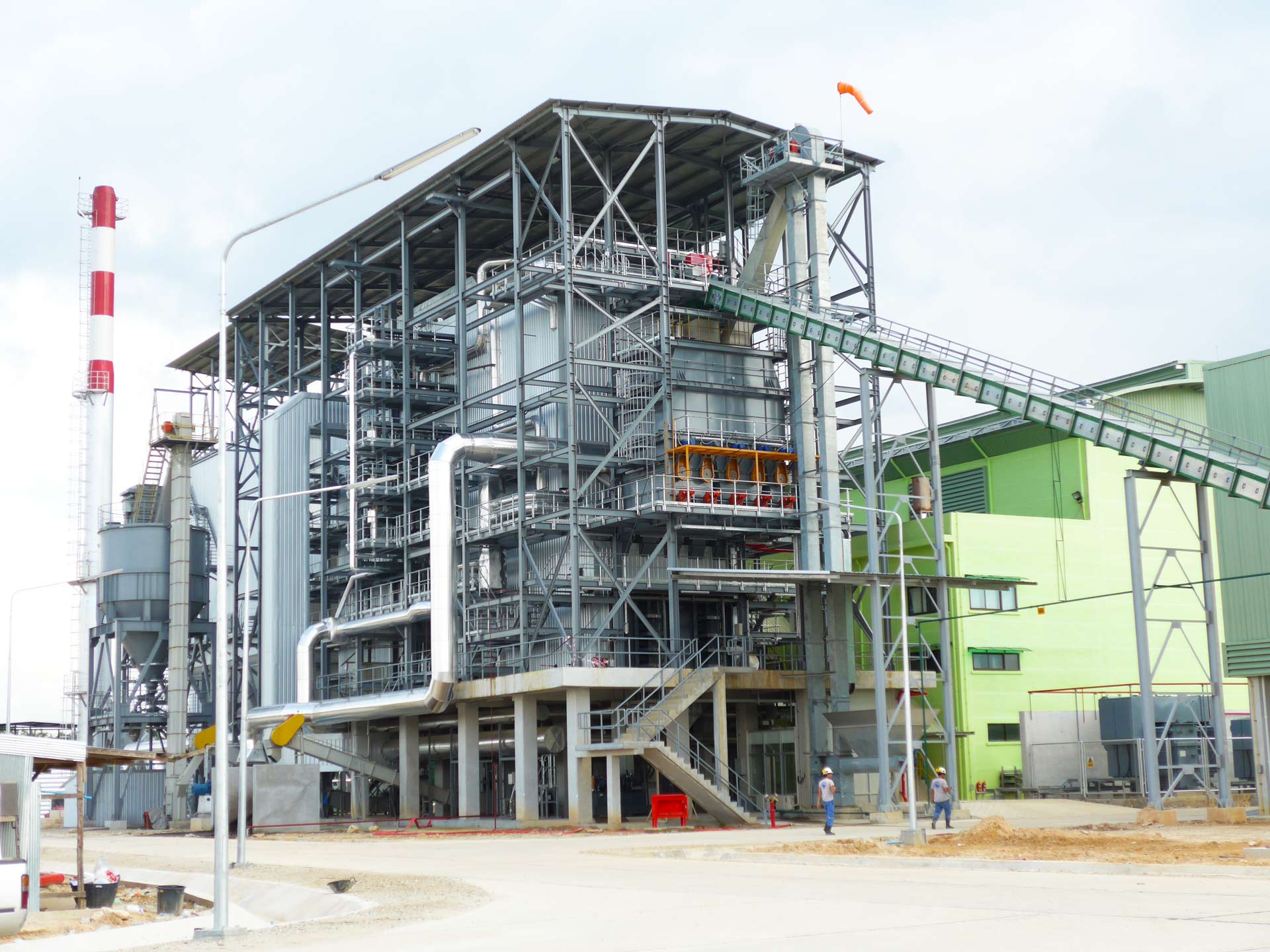 Songkhla, Thailand Fuel: Rubberwood Woodchips  Capacity: 9.9 MW, 50tons/hr boiler @ 54 bar(g), 460oC with step grate